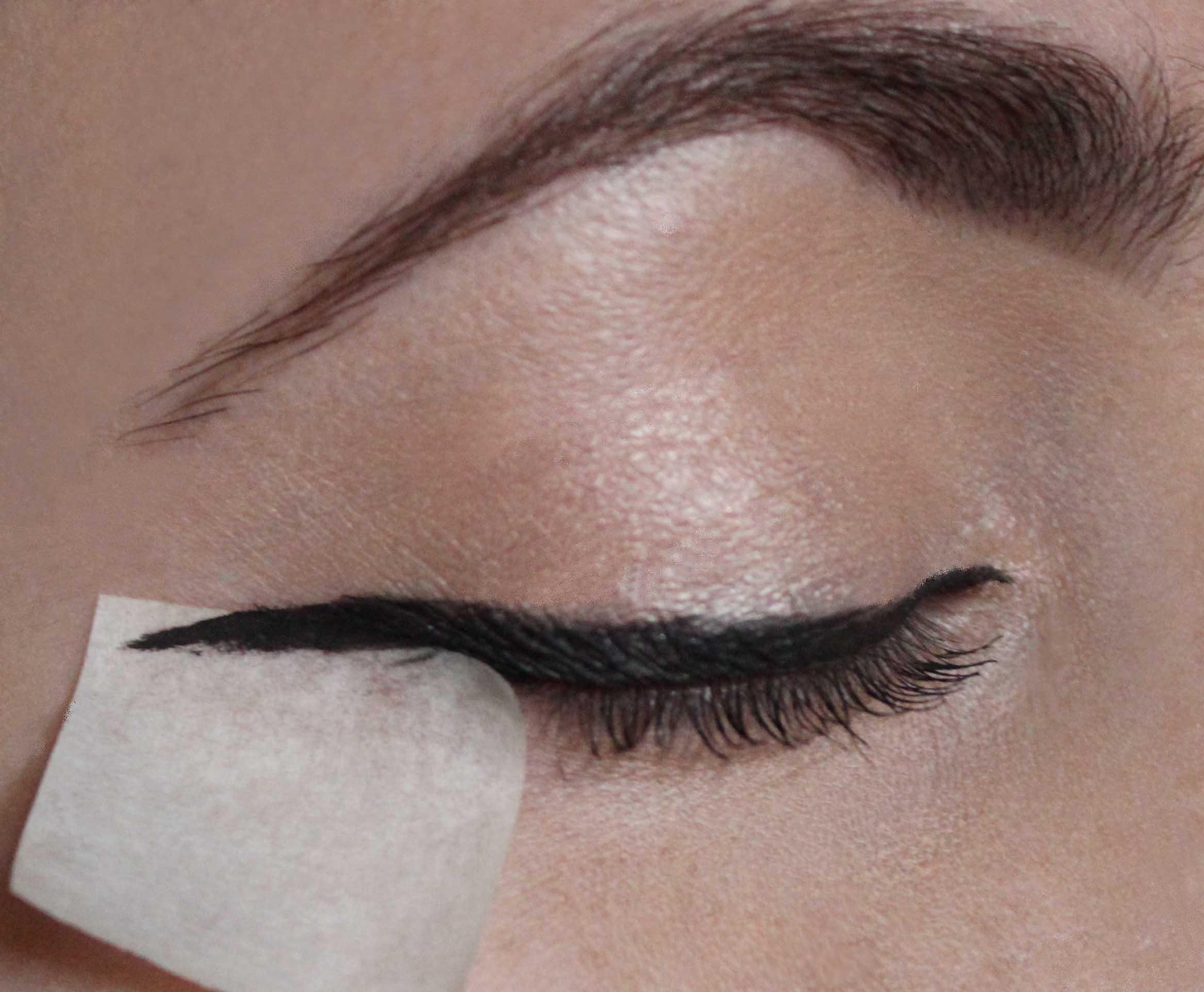 Tips for applying liquid eyeliner